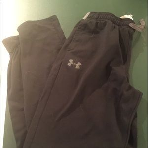 UA Boys Large black sweatpants